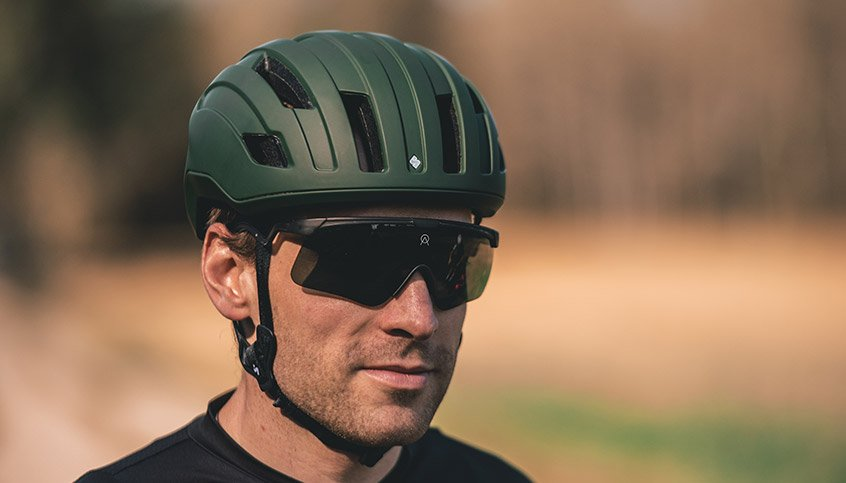 A man with bicycle helmet and sunglasses from Sweet Protection